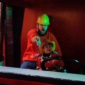 Papai e filhote de bombeiros!!!!