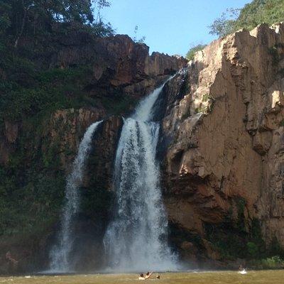 Cachoeira do fecho da serra. Se chover não vá, são alguns quilômetros de estrada de terra.