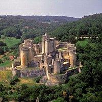 Het kasteel vanuit de bocht naar st. Germaine