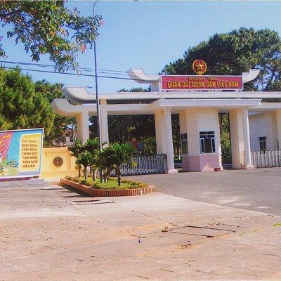 Hiện nay Doanh trại QĐ/NDVN này nằm trên đường Lê Duẩn, Tp Pleiku trước kia là Camp Holloway.