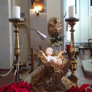 Bambin Gesù in prossimità dell'altare