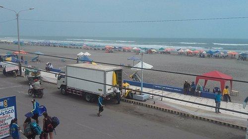 playa tranquila con buenas olas