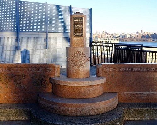 монумент 5