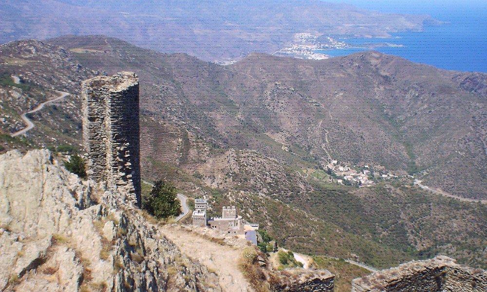 Blick auf Sant Pere de Rodes von der Burg Sant Salvador de Verdera