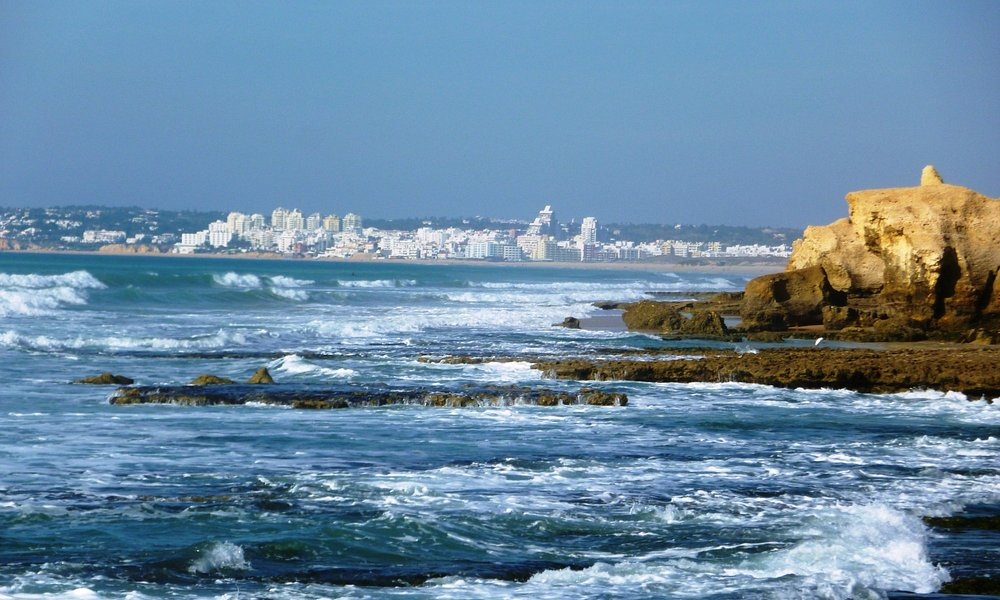 Küste mit Armacao de Pera