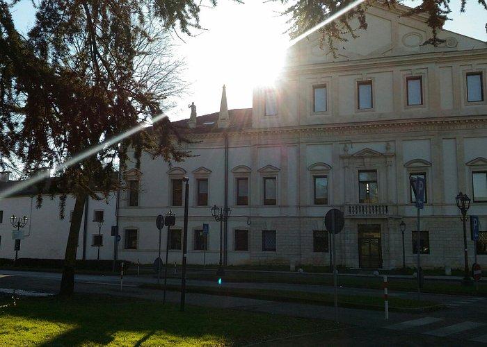 La villa Valmarana Morosini. Lato via Marconi