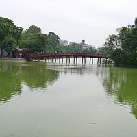 Красный мост на озере Возвращенного меча