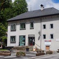 Office de Tourisme de Sixt-Fer-à-Cheval situé Place du Tilleul en plein cœur du village