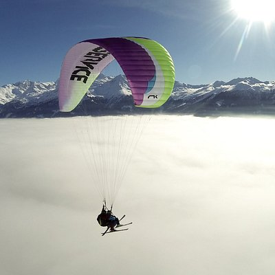 Perfect moments paragliding over Verbier
