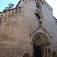 Facciata della splendida chiesa romanica di SAN GIACOMO MAGGIORE in Gavi.