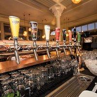 Nos bières à la pression. Suivez-nous sur Facebook @lemodernebulle