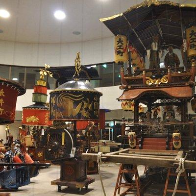山車(だし)が常時3台展示されています。