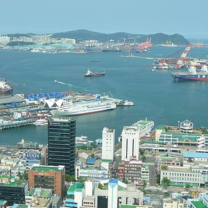 Here you can see the port of Busan. In the front the ferries to Japan