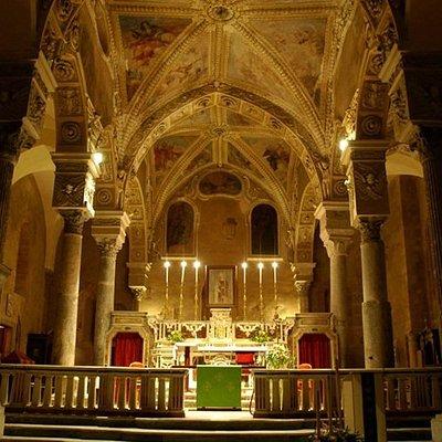 Interno della chiesa di San Pietro a Minturno