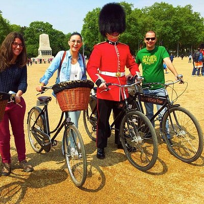 Meeting one of the Queens Guard on a Tally Ho Cycle Tour