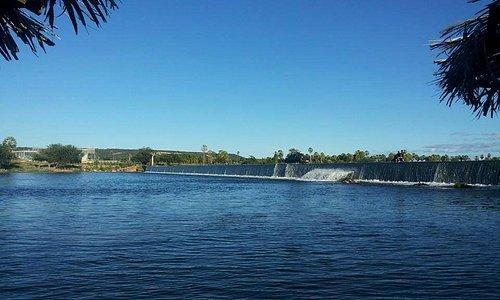 A margem da barragem das pedrinhas