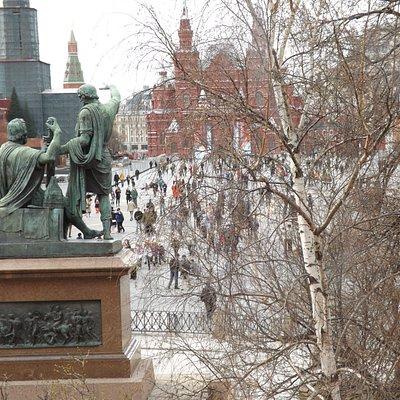 El Monumento de Minin & Pozharsky, Plaza Roja de Moscú (Vista desde San Basilio).