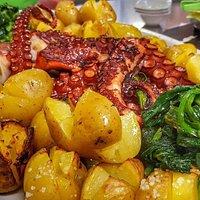 Restaurante com uma vista excelente seija a olhar para o prato ou para o orisonte.....e o sabor!