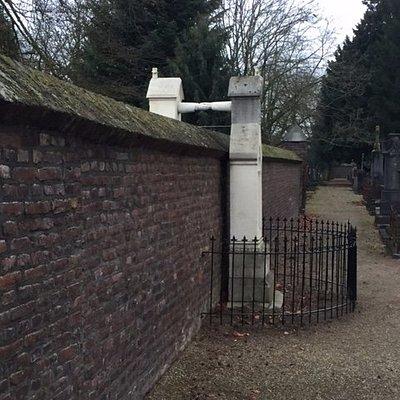 Het graf met de handjes