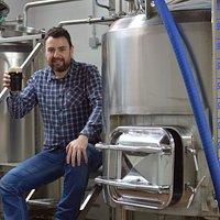 Cerveza artesana elaborada en el propio local.