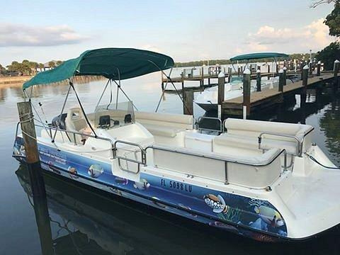 22 foot deck boat