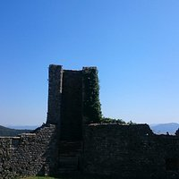 Part of the fortress with the tuscan mountains in the background