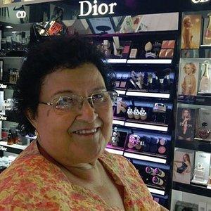 Mi mama después que la maquillaran en fetiche del Naranjo Mall