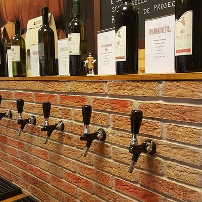 Disponibili 25 diverse varietà di vini sfusi