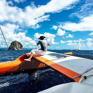 Le rocher du diamant depuis le bateau à voile Fildou. Sur les ailes de Madisail. Trimaran de cou