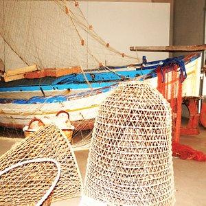Barca da pesca antica con le nasse
