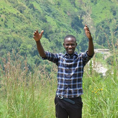 Hillary an expert guide at Trek Rwenzori Tours in game driving, Hot springs and hiking  in Ugand