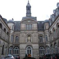 Cour de la chapelle Saint Vincent de Paul