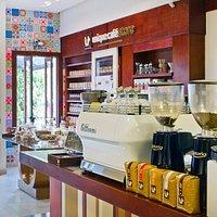 Nossa estação de cafés coados e espresso.
