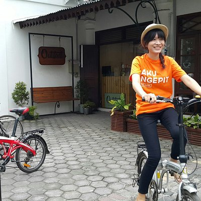 Traveler renting bicycle in Kota Lama Semarang