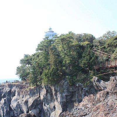 灯台と吊り橋