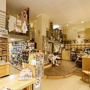 Interno negozio visto da una seconda prospettiva
