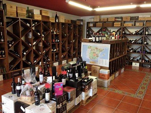 Más de 300 referencias de vinos exclusivos en Canarias nacionales e internacionales.