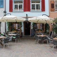 Restaurant Gambrinus im Sommer, von der Marktgasse aus.