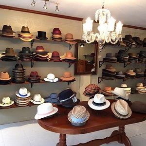 Sombreros para hombre y mujer en varios estilos y materiales.