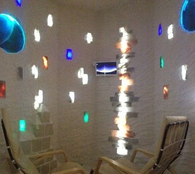 интерьер внутри соляной комнаты