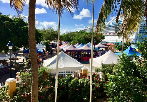 The Bonaire Arts and Crafts Cruise Market in Wihelmina Plaza