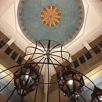 """Het prachtige plafond van het """"kerk"""" restaurant"""