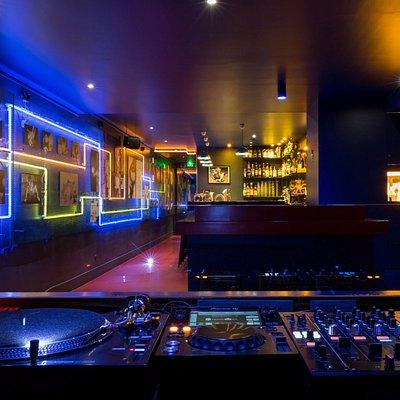 Kabukicho cabine DJ