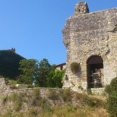Castello Cennina - Cennina Castle - Château de Cennina - Castillo de Cennina
