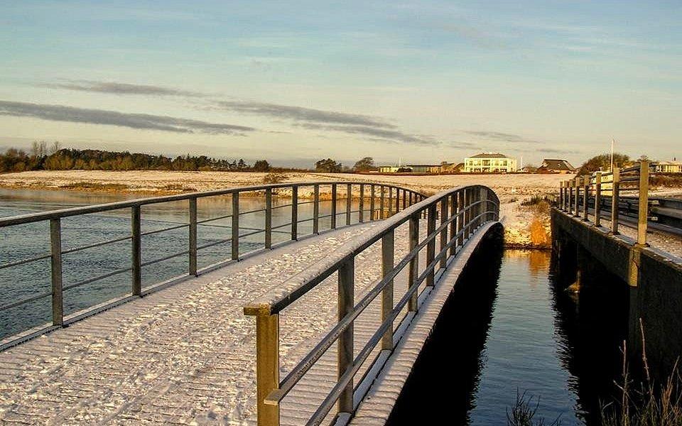 En vintermorgen ved Broen, Tvis Møllevej - Vandkraftsøen .