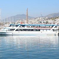 Bodrum Express Lines, Ege kıyılarında yolcu ve araçlar için taşımacılık hizmeti vermektedir.