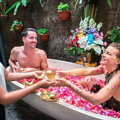 After body massage and scrub, enjoy soak in flower bath with ginger tea and fruit salad.