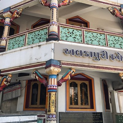 Alkapuri Haveli from outside