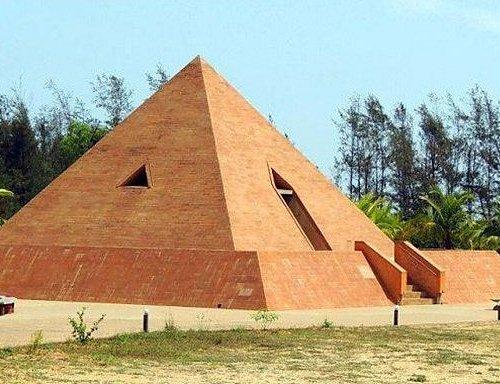 Pyramid structure of Sri Karaneswara Nataraja Temple
