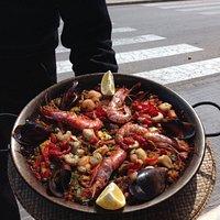 Gemischte Paella (Fisch und Fleisch)